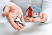 Ипотечный кредит без ипотечного взноса - рука с ключами