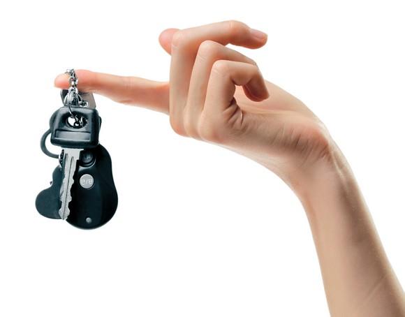взять машину в кредит - ключи на пальце