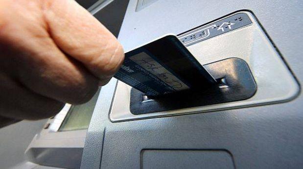 Потребительский кредит низкий процент - БАНКОМАТ С РУКОЙ И КАРТОЙ