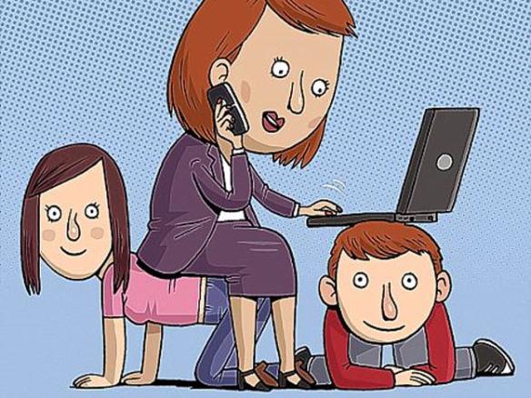 Ипотека материнский капитал - мама с ноутбуком