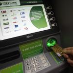 Как узнать баланс карты Сбербанка - банкомат