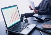 Кредиты для малого бизнеса Сбербанк-ноутбук с графиком на столе
