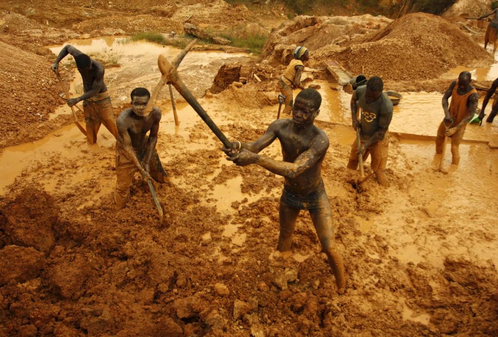 Где и как добывают золото в России - рабы