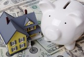взять кредит под залог квартиры-домик, деньги, копилка