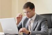 помощь взять кредит-человек за ноутбуком